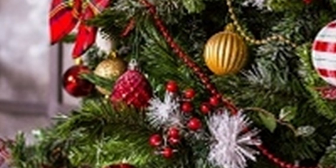 3 Steps On How to Decorate a Christmas Tree