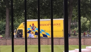 Removal van spotted at No 10 Downing Street